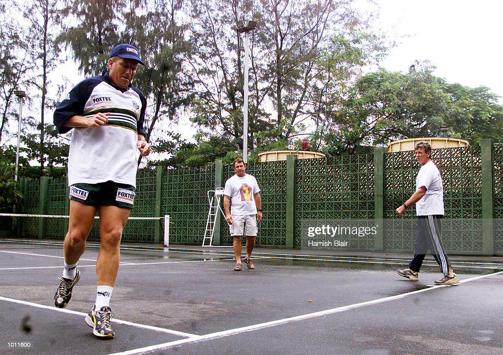 Ian Healy of Australia under goes a fitness test under supervision from coach Geoff Marsh and team physio Errol Allcot, on the tennis courts at the Taj Samudra Hotel, Colombo, Sri Lanka.X Mandatory Credit: Hamish Blair/ALLSPORT