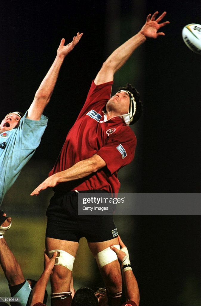 Peter Besseling of NSW & John Eales of Queensland Reds compete in the lineout during the National Ricoh Championship game at Ballymore, Brisbane, Australia. Mandatory Credit: Allsport Aus/ALLSPORT