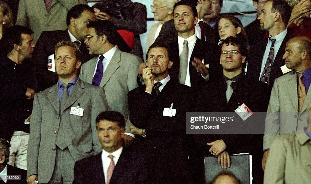 Solna coach Stuart Baxter watches the action during the UEFA Champions League match between Arsenal v AIK Solna played at Wembley Stadium London The...