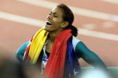 Cathy Freeman of Australia celebrates after winning the Women's 400m Final at the Sydney 2000 Olympic Games Sydney Australia DIGITAL IMAGE Mandatory...