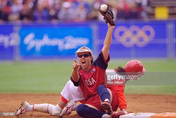 Dot Richardson of the USA in action during the Womens Softball match against China at the Blacktown Olympic Centre on Day Ten of the Sydney 2000...