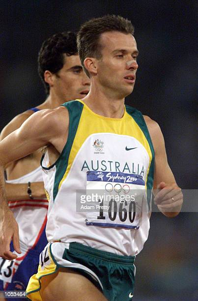 Shaun Creighton of Australia in the mens 10000m first round during the Sydney 2000 Olympic Games at Olympic Stadium Sydney Olympic Park Sydney...