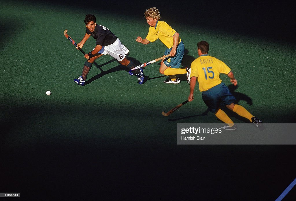 Waseem Ahmad of Pakistan looks for support during the Mens Hockey Bronze Medal Match against Australia at the State Hockey Centre on day 15 of the Sydney 2000 Olympic Games in Sydney, Australia. \ Mandatory Credit: Hamish Blair /Allsport