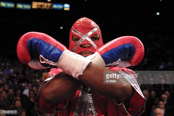 Bernard Hopkins wears his trademark executioner mask upon his entrance against Felix Trinidad before their middleweight championship unification...