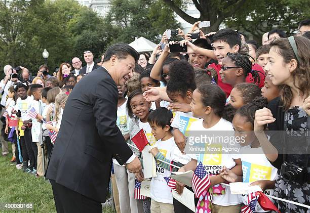 C Sept 25 2015 Chinese President Xi Jinping is greeted by people during a welcome ceremony held by US President Barack Obama at the South Lawn of the...