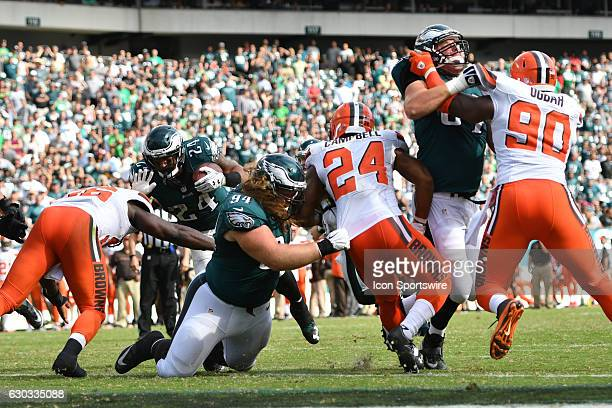 Philadelphia Eagles Defensive Tackle Beau Allen [12202] lead blocks for Philadelphia Eagles Running Back Ryan Mathews [9040] during a National...