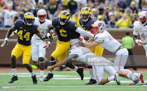 Saturday September 19 2015 Michigan's Jabrill Peppers heads upfield on a punt return during the second quarter of UM's 287 win over UNLV Saturday at...