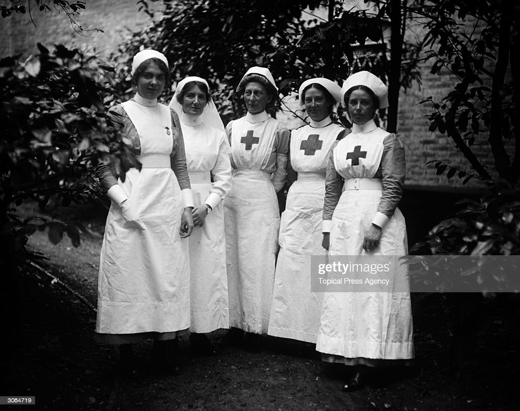 A group of nurses at Hamworth Hall which is serving as a Red Cross Hospital during WW1
