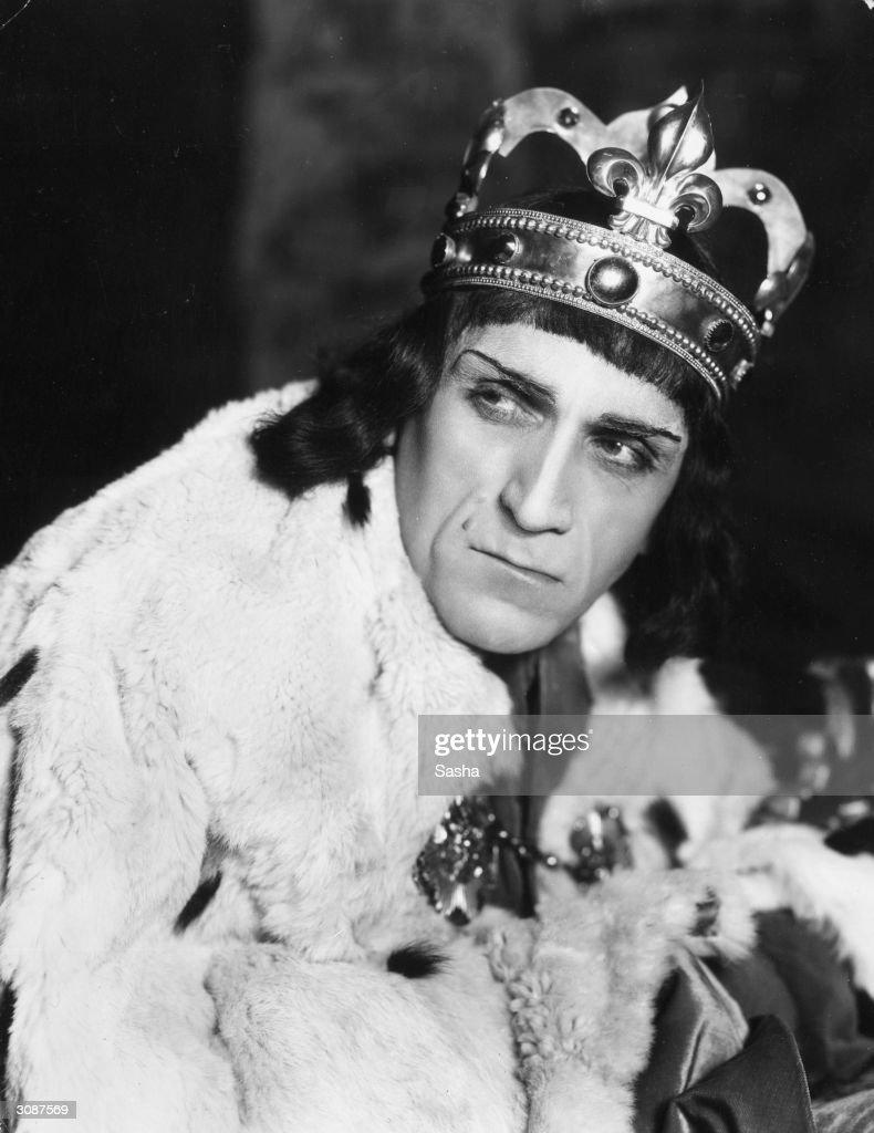 Balliol Holloway as Richard III.