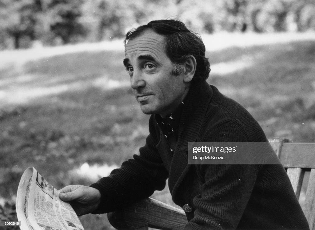 charles aznavourian Charles aznavour, né shahnourh varinag aznavourian le 22 mai 1924 à paris, est un auteur-compositeur-interprète, acteur et écrivain français d'origine arménienne au cours d'une.