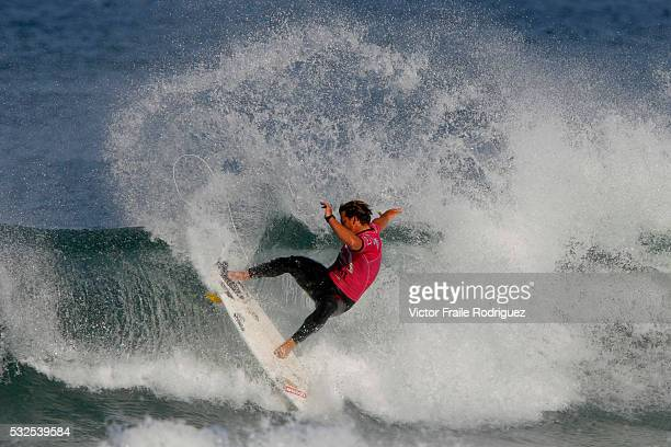27 September 2007 Hossegor Pancho Sullivan of the US surfs a wave on his heat against Greg Emslie of South Africa during the Quiksilver Pro France...