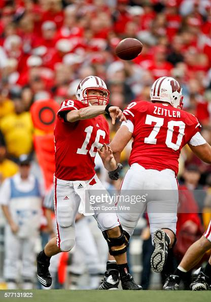 Wisconsin Badgers quarterback Scott Tolzien in game action The Wisconsin Badgers defeated the Arizona State Sun Devils by the score of 2019 at Camp...