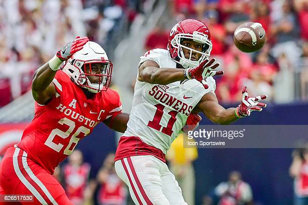 Oklahoma Sooners wide receiver Dede Westbrook makes a second half reception as Houston Cougars cornerback Brandon Wilson defends during the AdvoCare...