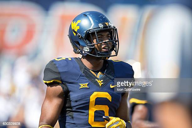West Virginia Mountaineers WR Daikiel Shorts Jr during the second quarter of the NCAA Football game between the Youngstown State Penguins and the...