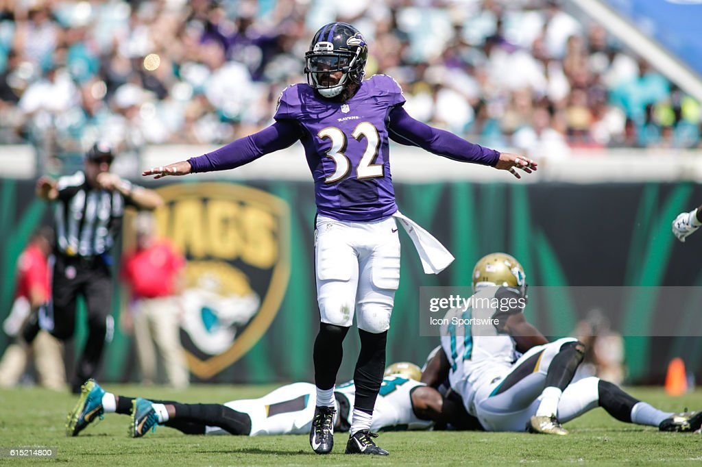 4783dd358b4 Baltimore Ravens Safety Eric Weddle (32) 8790 during the NFL game ...