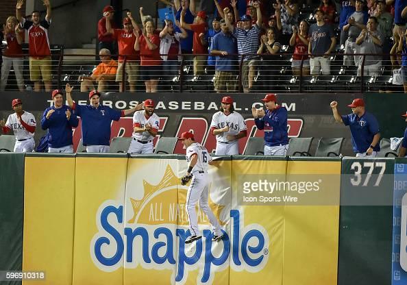 September 29th 2015 Detroit Tigers second baseman Ian Kinsler at bat as he gets a hard slicing ball as Texas Rangers center fielder Drew Stubbs makes...