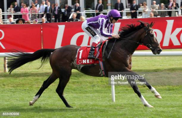 Septimus ridden by Johnny Murtagh goes on to win the Gner Doncaster Cup at Doncaster Racecourse