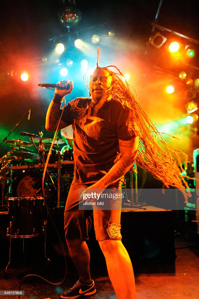 <a gi-track='captionPersonalityLinkClicked' href=/galleries/search?phrase=Sepultura&family=editorial&specificpeople=3020615 ng-click='$event.stopPropagation()'>Sepultura</a> - Band, Death-Metal, Brasilia - singer Derrick Leon Green performing in Hamburg, Germany, Markthalle -