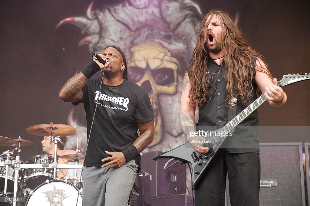 <a gi-track='captionPersonalityLinkClicked' href=/galleries/search?phrase=Sepultura&family=editorial&specificpeople=3020615 ng-click='$event.stopPropagation()'>Sepultura</a> - Band, Death-Metal, Brasilia - Singer Derrick Leon Green with Guitarist Andreas Kisser (r.) performing at Wacken Open Air in Wacken, Germany - Editorial-use-only!