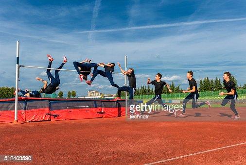 シーケンス画像をする若い選手走り高跳び
