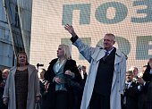 Serbian nationalist Vojislav Seselj salutes his Supporters as they gather after his arrival in Belgrade on November 15 2014 War crimes suspect and...