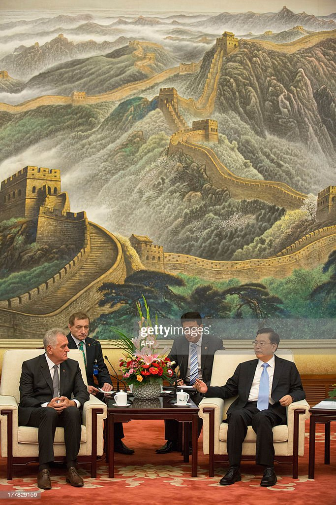Serbian President Tomislav Nicolic (L) and Chinese Vice Premier Zhang Dejiang (R) meet for talks at the Great Hall of the People in Beijing on August 26, 2013. Nicolic is on a five day visit to China to bolster economic and diplomatic ties. AFP PHOTO / POOL / ADRIAN BRADSHAW