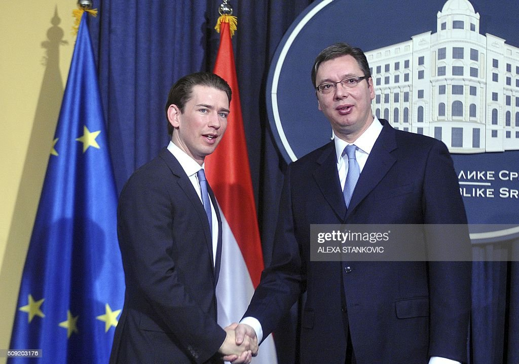 Serbian Prime Minister Aleksandar Vucic (R) shakes hands with Austrian Foreign Minister Sebastian Kurz (L) during a joint news conference following their meeting in Belgrade on February 9, 2016. / AFP / ALEXA STANKOVIC