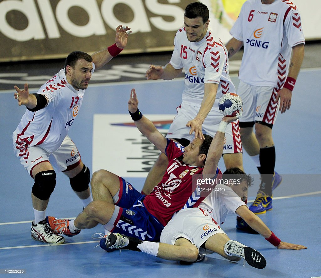 Serbia's Alem Toskic (down-center) vies with Poland's Michal Jurecki (R), Bartosz Jurecki (L) and Krzysztof Lijewski (R-Down) during the handball pre-Olympic qualifying match Serbia vs Poland on April 7, 2012 at the Tecnificacion Center sports hall in Alicante. AFP PHOTO / JOSEP LAGO