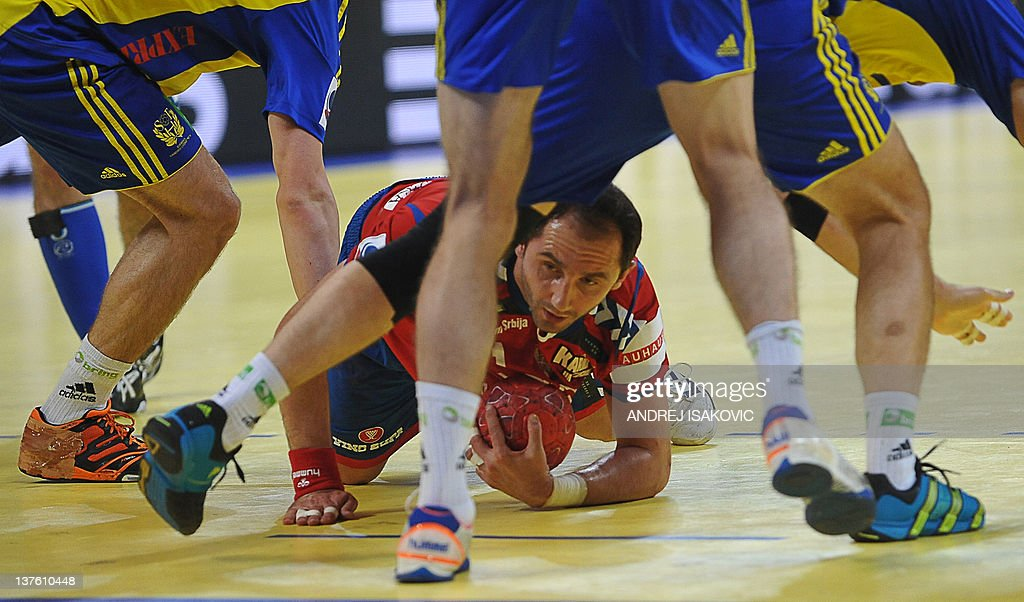 Serbia's Alem Toskic (C) vies with Sweden's players during their men's EHF Euro 2012 Handball Championship match between Serbia and Sweden at the Belgrade Arena on January 23, 2012.