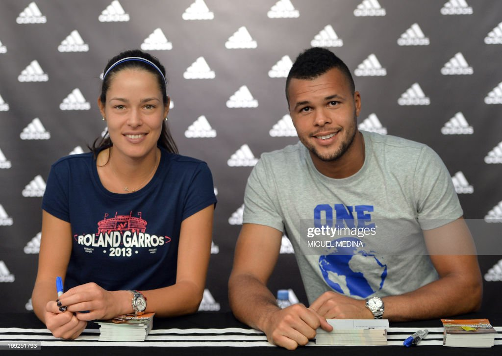 Serbia's Ana Ivanovic (L) and France's Wilfrid Tsonga pose as they sign autographs at the Adidas sportswear store in Paris on May 22, 2013, two days ahead of the French Tennis Open tournament.