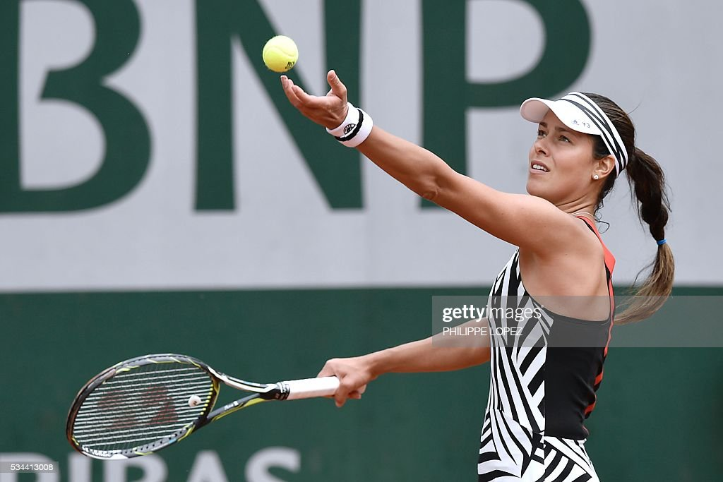 Serbia's Ana Ivanovic serves the ball to Japan's Kurumi Nara during their women's second round match at the Roland Garros 2016 French Tennis Open in Paris on May 26, 2016. / AFP / PHILIPPE