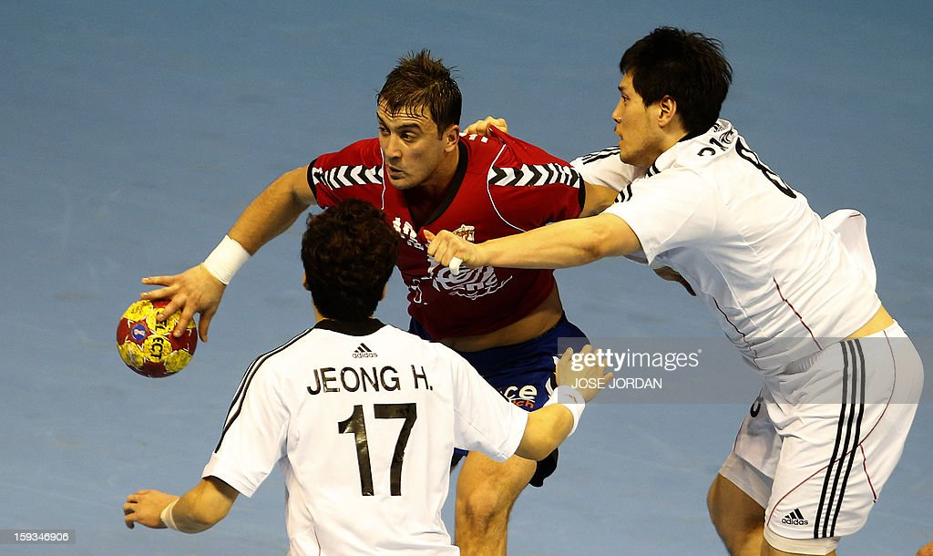 Serbia's back Momir Ilic (C) vies for the ball with Korea's wing Han Jeong (L) and Korea's back Jung-Geu Park during the 23rd Men's Handball World Championships preliminary round Group C match Serbia vs Korea at the Pabellon Principe Felipe in Zaragoza on January 12, 2013.