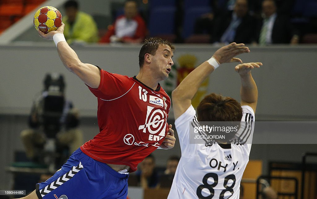 Serbia's back Momir Ilic (L) vies with Korea's back Yun-Suk Oh during the 23rd Men's Handball World Championships preliminary round Group C match Serbia vs Korea at the Pabellon Principe Felipe in Zaragoza on January 12, 2013.
