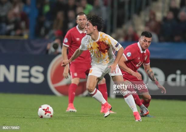 Serbia's forwards Nemanja Radonjic and Spain's defenders Alvaro Odriozola vie for the ball during the UEFA U21 European Championship Group B football...