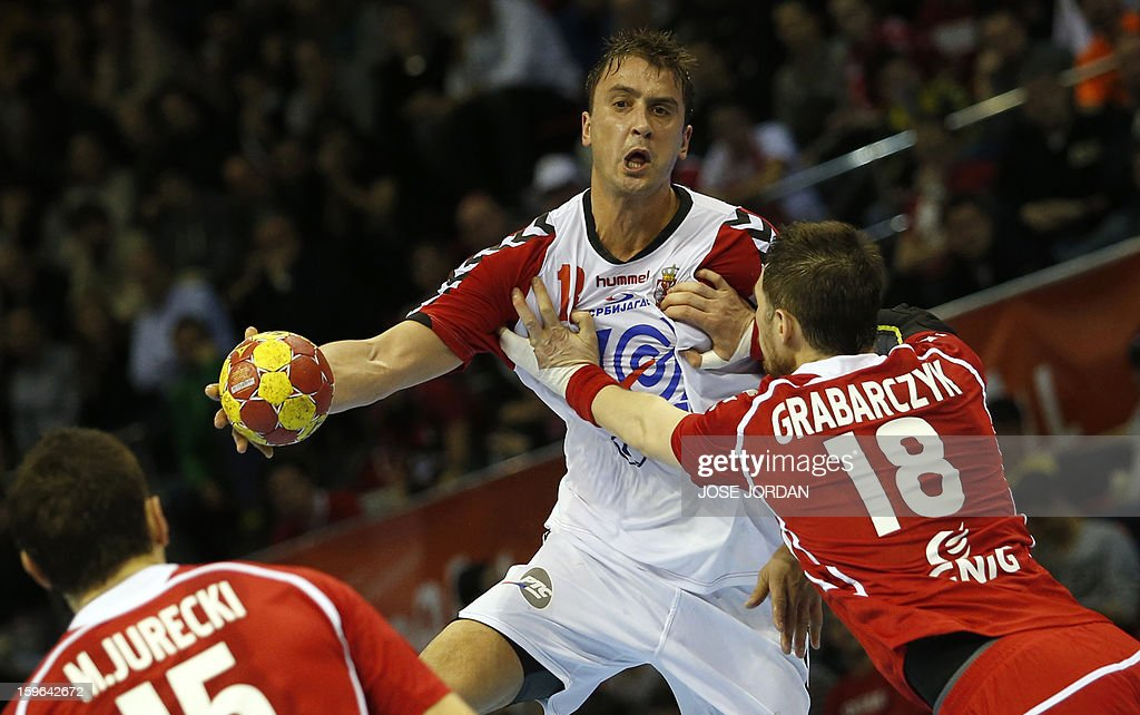 Serbia's left back Momir Ilic (L) vies with Poland's pivot Piotr Grabarczyk during the 23rd Men's Handball World Championships preliminary round Group C match Poland vs Serbia at the Pabellon Principe Felipe in Zaragoza on January 17, 2013. AFP PHOTO/ JOSE JORDAN