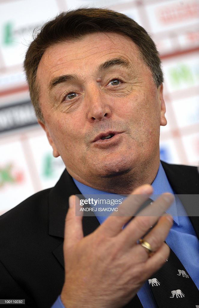 Serbia's national football team coach Radomir Antic announces his team for the World Cup 2010 on May 21, 2010 during a press conference in Belgrade. AFP PHOTO / Andrej ISAKOVIC