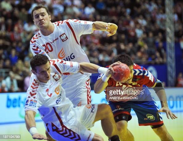 Serbia's Nenad Vuckovic vies with Poland's Bartlomiej Jaszka and Mariusz Jurkiewicz during their 10th EHF European 2012 Men's Handball Championship...