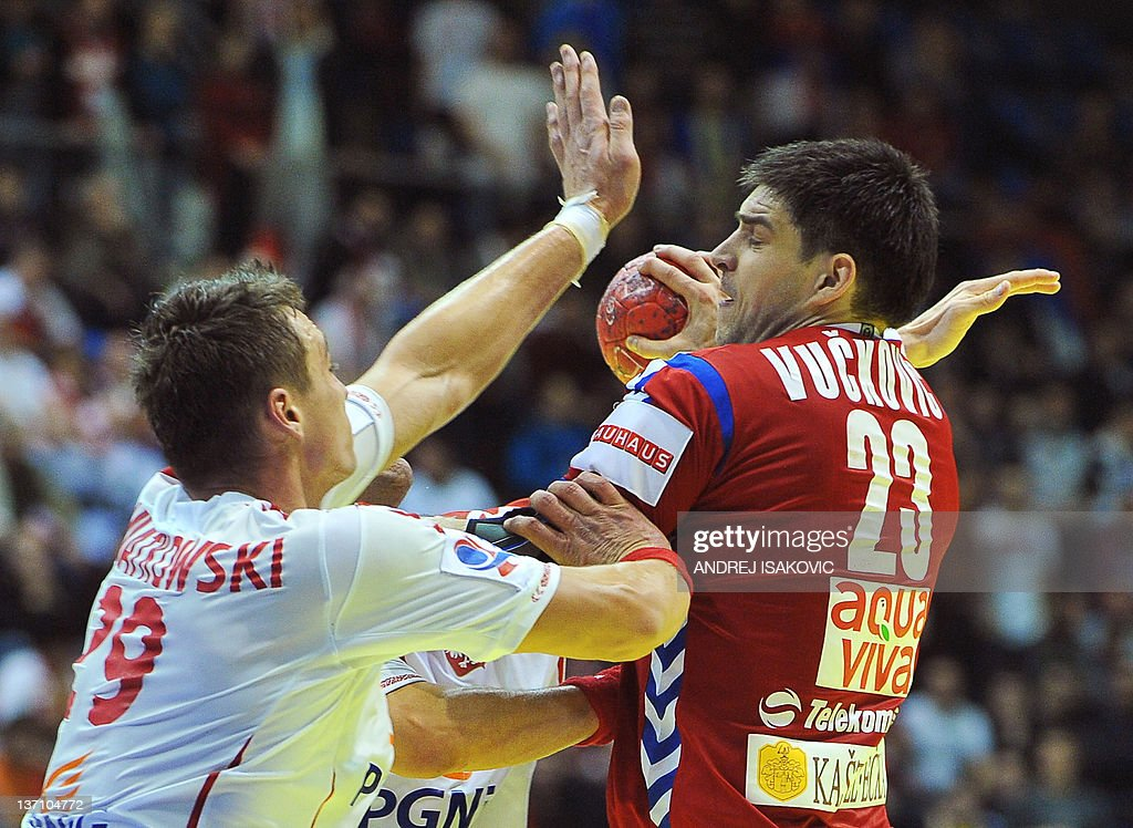 Serbia's Nenad Vuckovic (R) vies with Poland's Zbigniew Kwiatkowski during their 10th EHF European 2012 Men's Handball Championship match at the Pionir Arena in Belgrade on January 15, 2012.