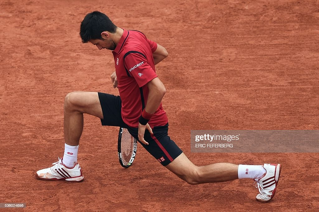 Serbia's Novak Djokovic reacts during his men's fourth round match against Spain's Roberto Bautista-Agut at the Roland Garros 2016 French Tennis Open in Paris on May 31, 2016. / AFP / Eric FEFERBERG