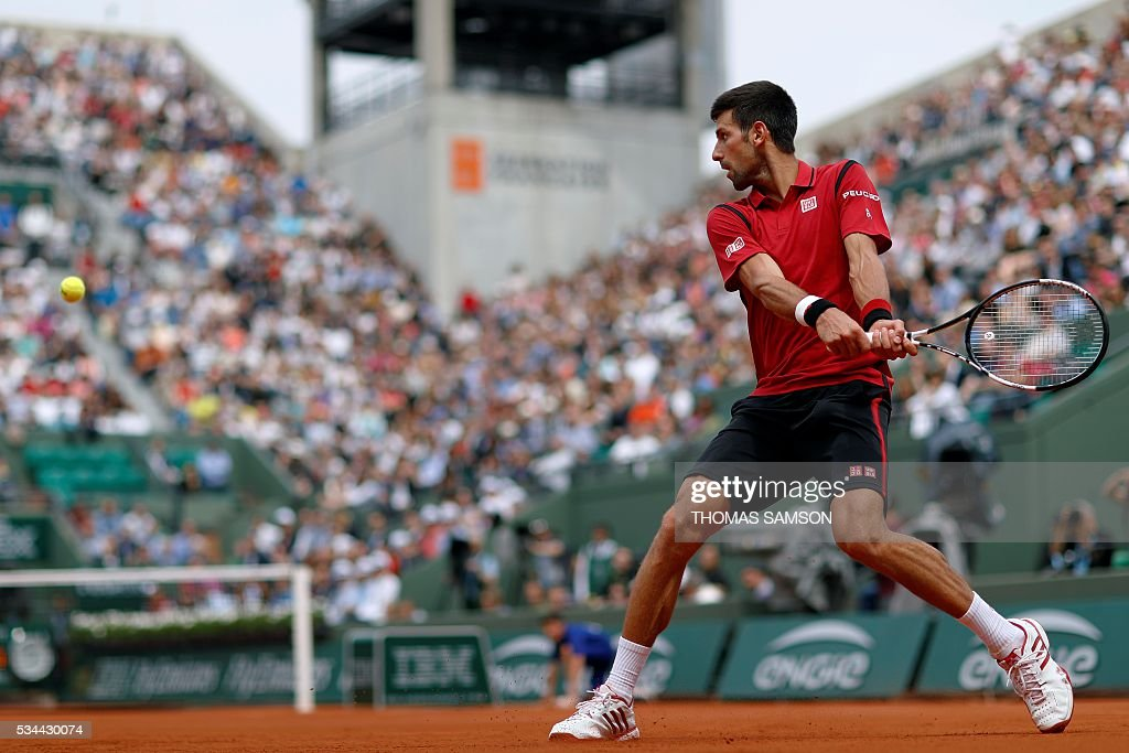 Serbia's Novak Djokovic returns the ball to Belgium's Steve Darcis during his men's second round match at the Roland Garros 2016 French Tennis Open in Paris on May 26, 2016. / AFP / Thomas SAMSON