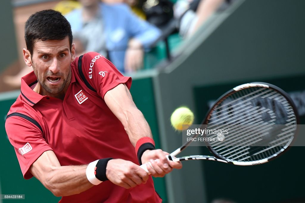 Serbia's Novak Djokovic returns the ball to Belgium's Steve Darcis during their men's second round match at the Roland Garros 2016 French Tennis Open in Paris on May 26, 2016. / AFP / Eric FEFERBERG