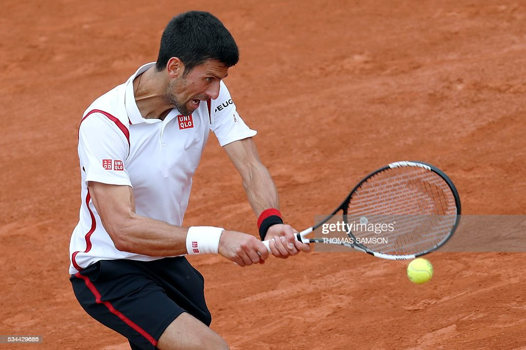 Serbia's Novak Djokovic returns the ball to Belgium's Steve Darcis during their men's second round match at the Roland Garros 2016 French Tennis Open in Paris on May 26, 2016. / AFP / Thomas SAMSON