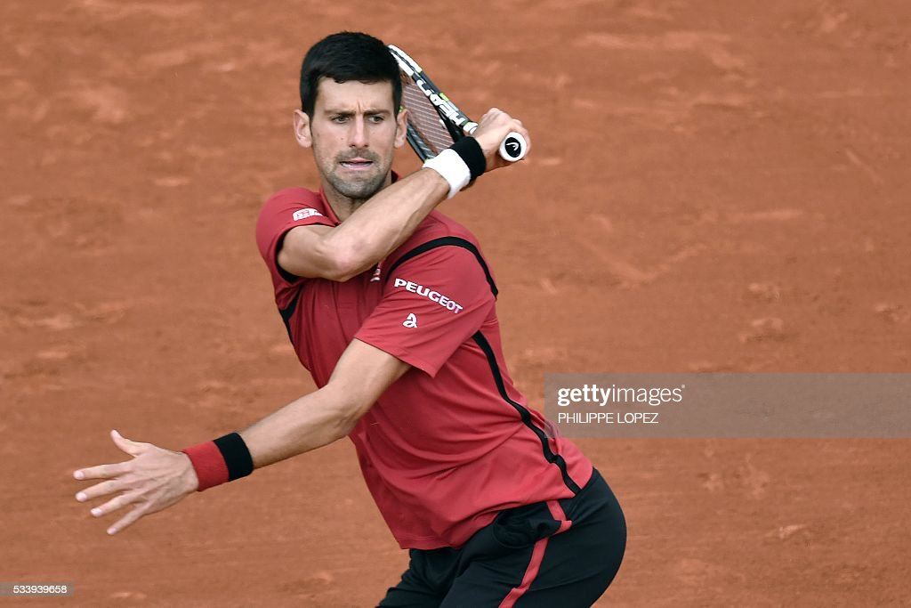 Serbia's Novak Djokovic returns the ball to Taiwan's Lu Yen-Hsun during their men's first round match at the Roland Garros 2016 French Tennis Open in Paris on May 24, 2016. / AFP / PHILIPPE