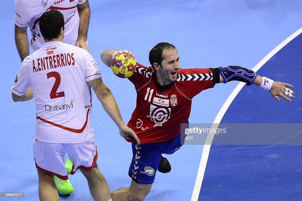 Serbia's pivot Alem Toskic (R) shoots past Spain's left back Alberto Enterrios during the 23rd Men's Handball World Championships round of 16 match Serbia vs Spain at the Pabellon Principe Felipe in Zaragoza on January 21, 2013.