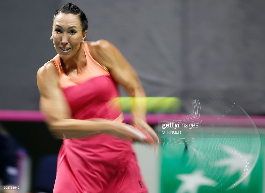 Serbia's player Jelena Jankovic returns the ball to Spain's player Carla Suarez Navarro during the tennis match of the first round of the International Tennis Federation Cup between Serbia and Spain on February 6, 2016 in Kraljevo. / AFP / STRINGER