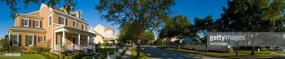 Serene summer suburbs : Stock Photo