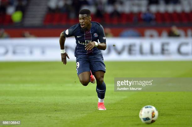 Serge Aurier of Paris SaintGermain runs with ball during the Ligue 1 match between Paris SaintGermain and SM Caen at Parc des Princes on May 20 2017...