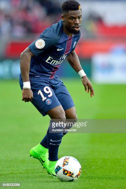 Serge Aurier of Paris SaintGermain runs with the ball during the French Ligue 1 match between Paris Saint Germain and Nancy at Parc des Princes on...