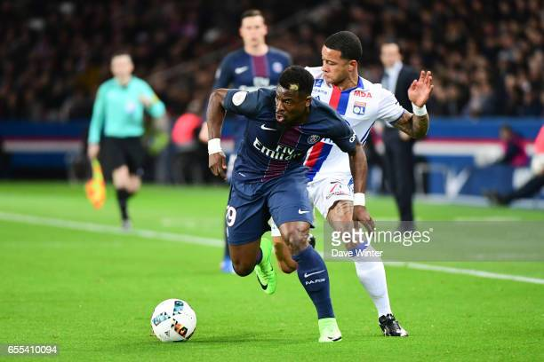 Serge Aurier of PSG and Memphis Depay of Lyon during the French Ligue 1 match between Paris Saint Germain and Lyon at Parc des Princes on March 19...