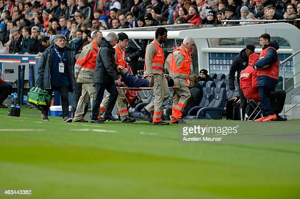 Serge Aurier of PSG leaving because of injury during the French Ligue 1 match between Paris SaintGermain FC and Stade Malherbe Caen at Parc des...